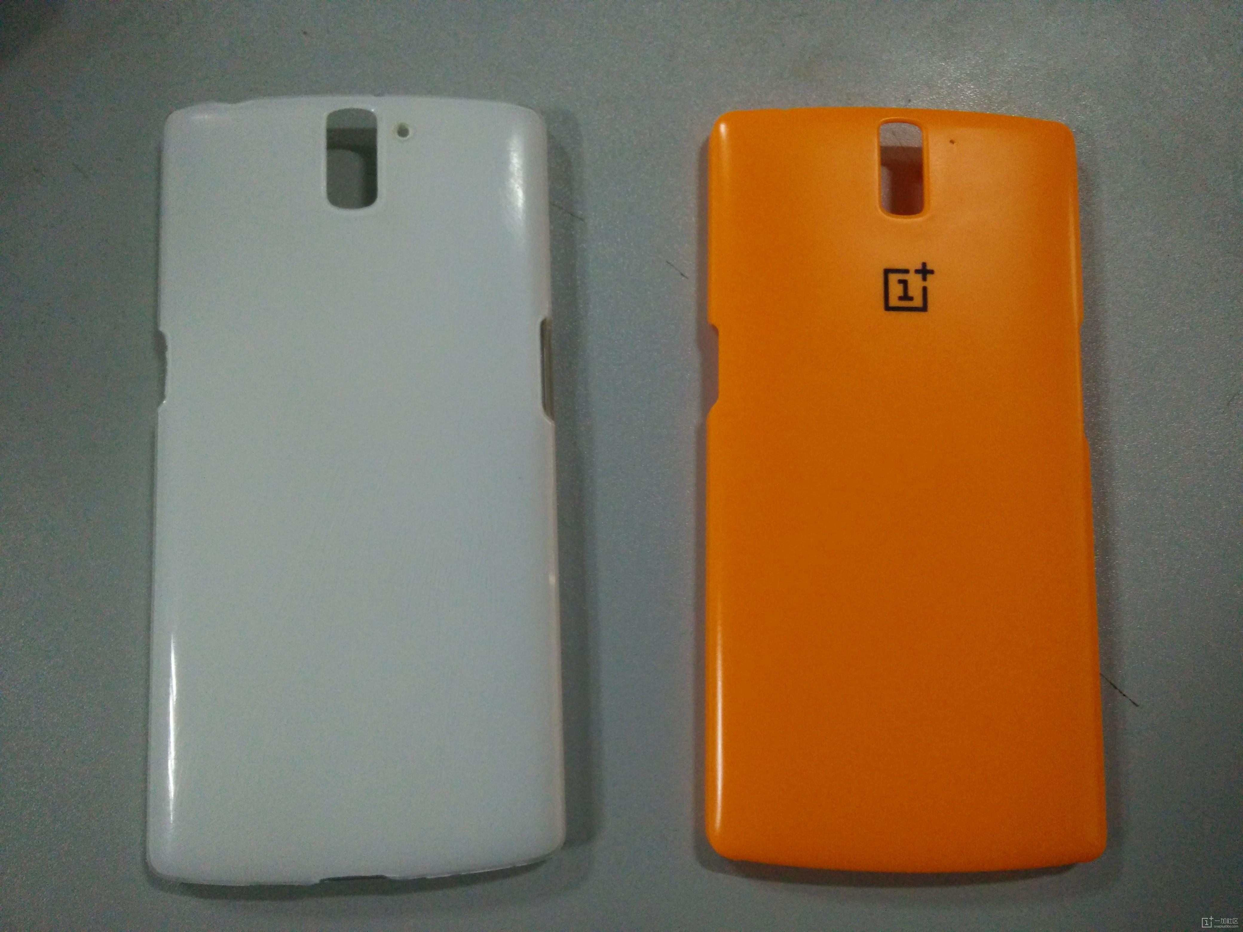 黄色的是社区活动送错的手机壳,质量不错,左边是我买的白色的手机壳,开始摸得很舒服,但使用一段时间都脱 ...
