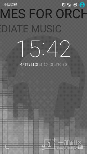 其实很简单的,用Play音乐播放音乐就可以在锁屏的时候看到谱频了