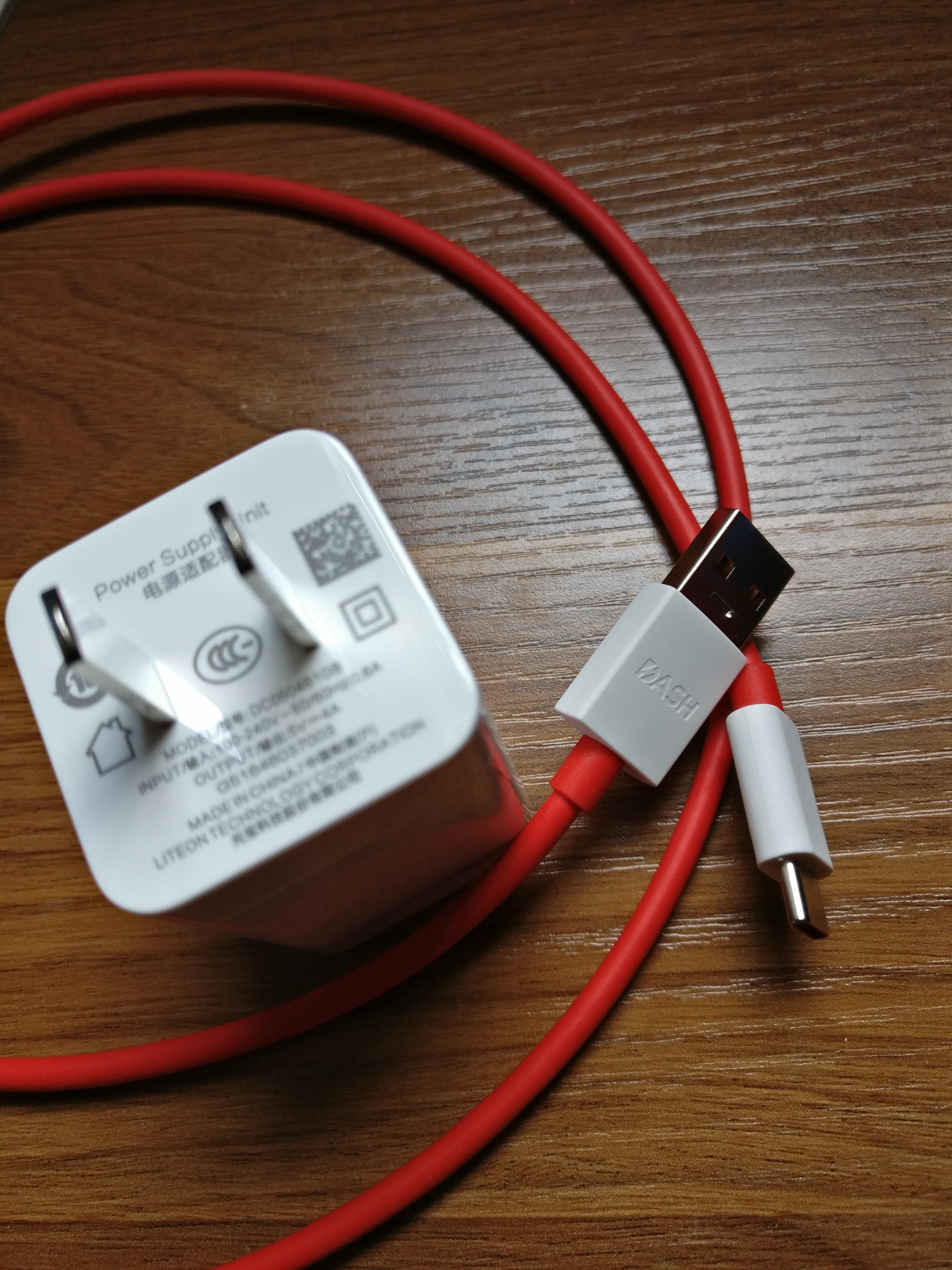 试下3T的微距闪充充电器