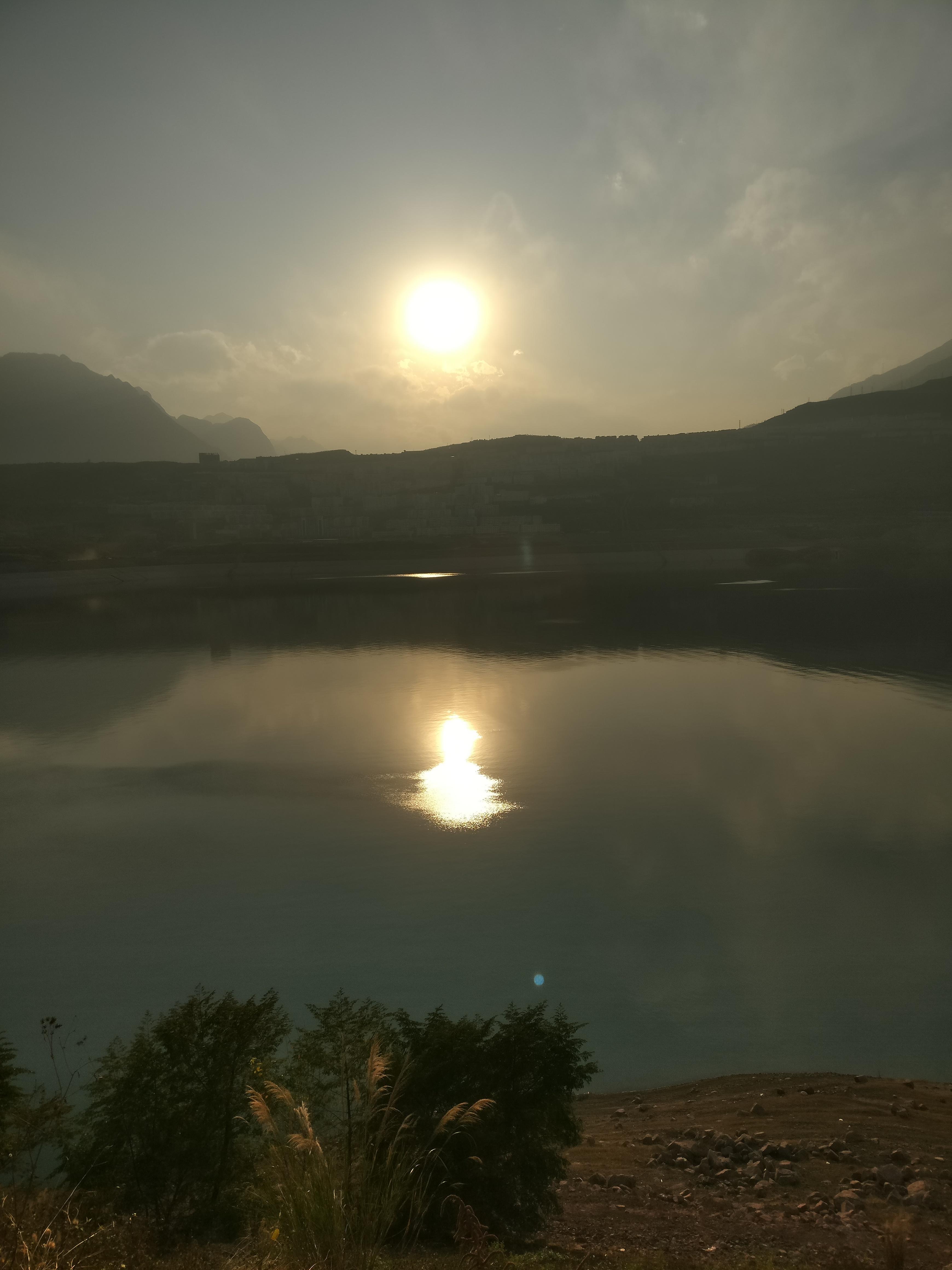 170101汉源湖边夕阳.jpg