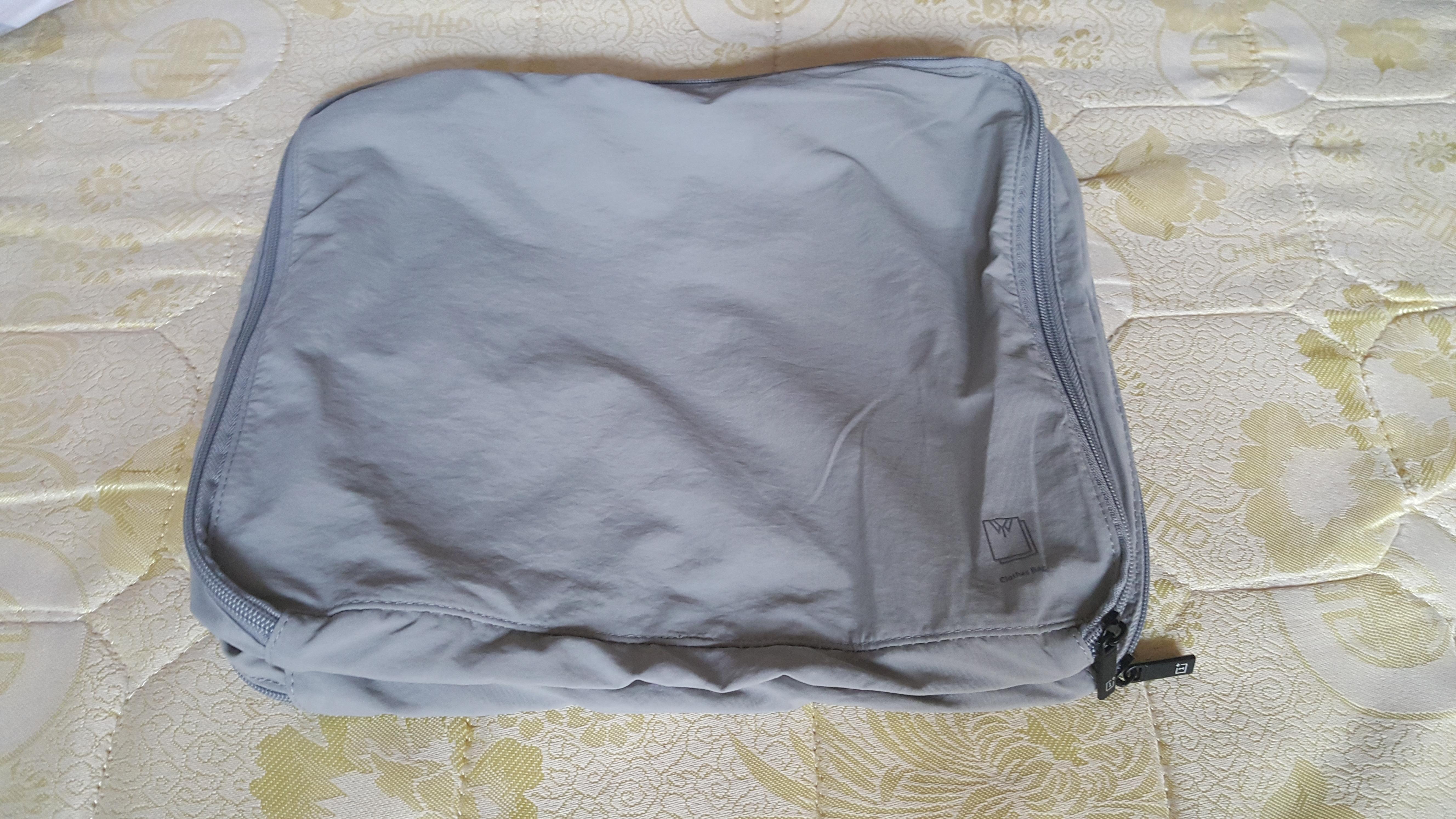 赠送的独立衣服收纳袋