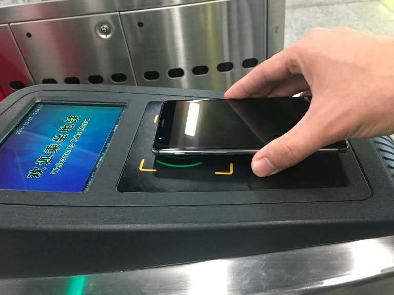 地铁刷卡.jpg