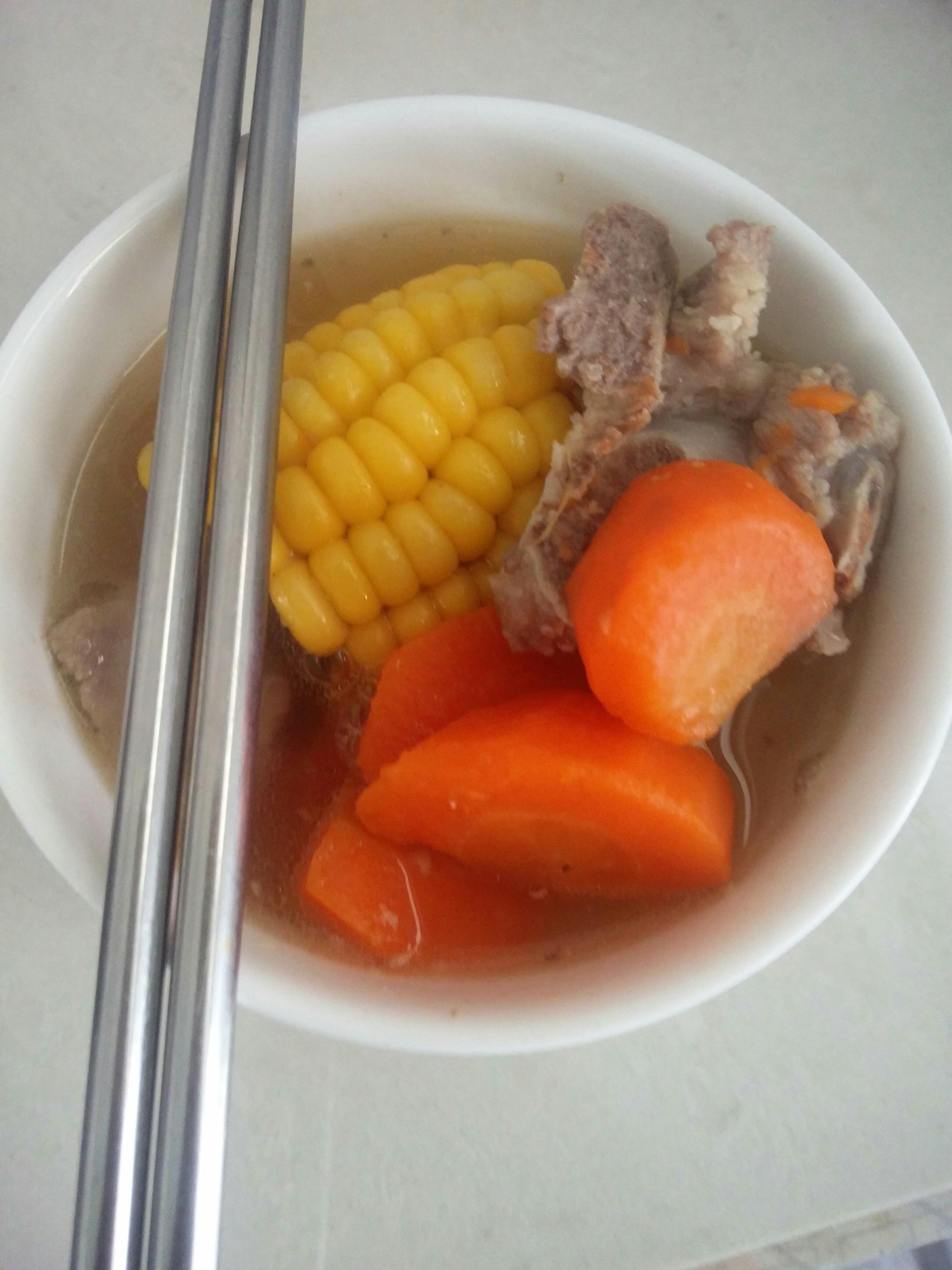 龙骨玉米红萝卜汤