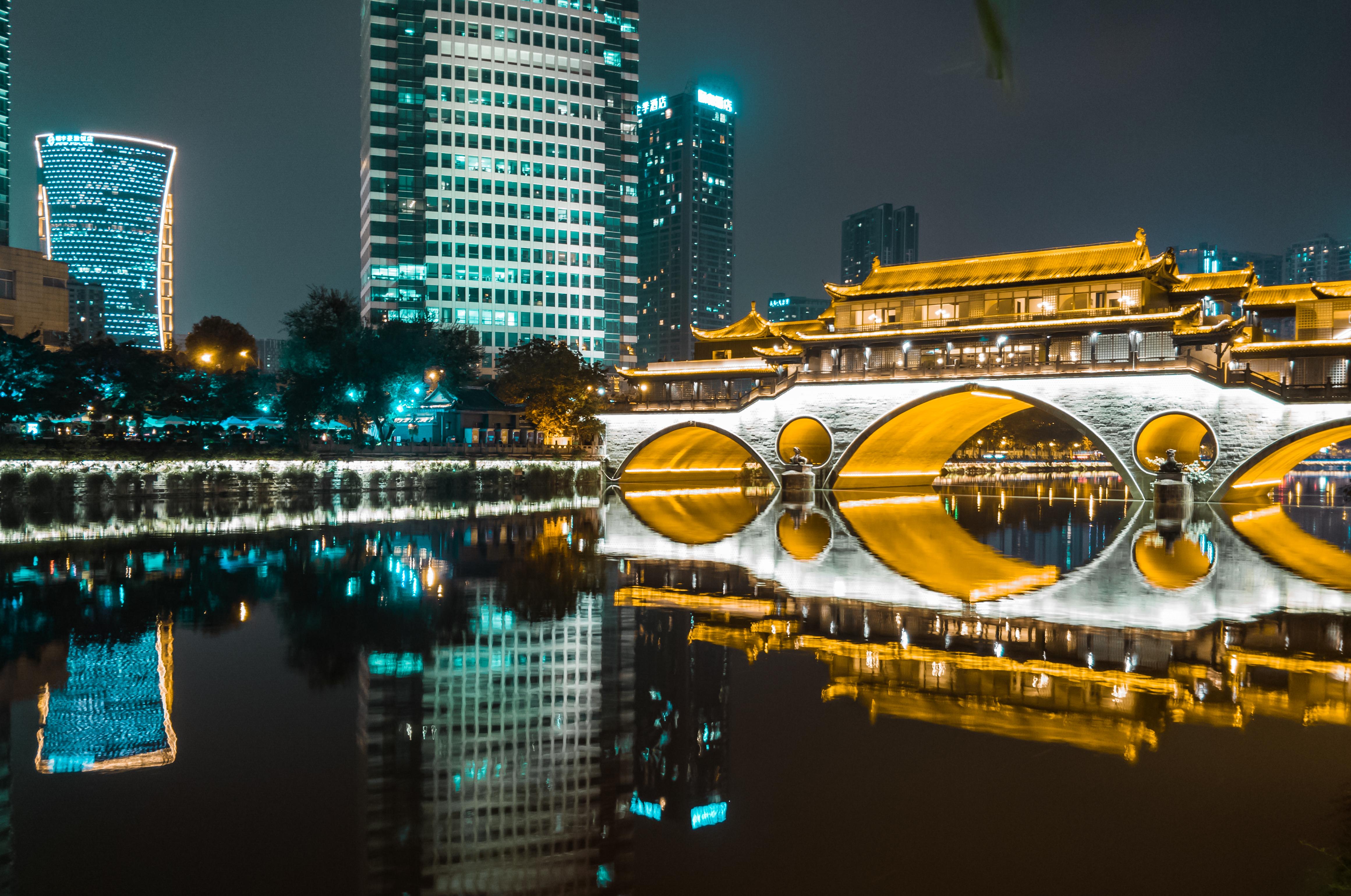 九眼桥的霓虹.jpg