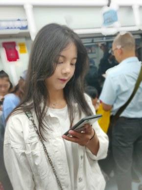 地铁的小姐姐