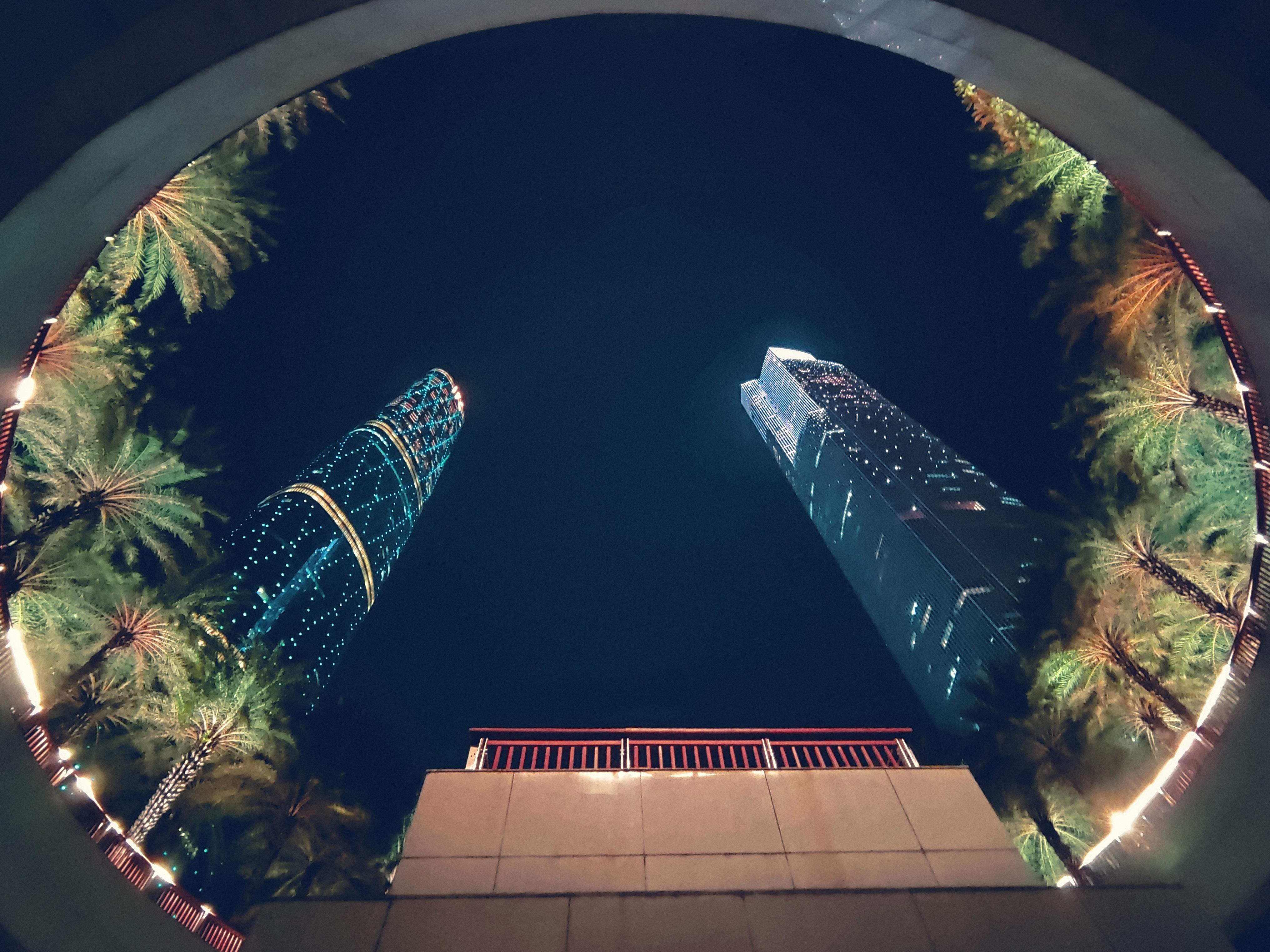 中轴线仰拍高楼.jpg