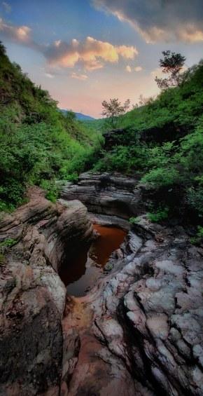 「小峡谷的夏天」